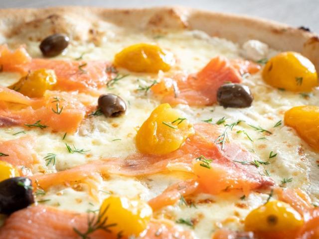 Pizza saumon et olives